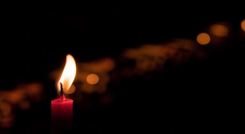 candle andres f uran 474838 unsplash